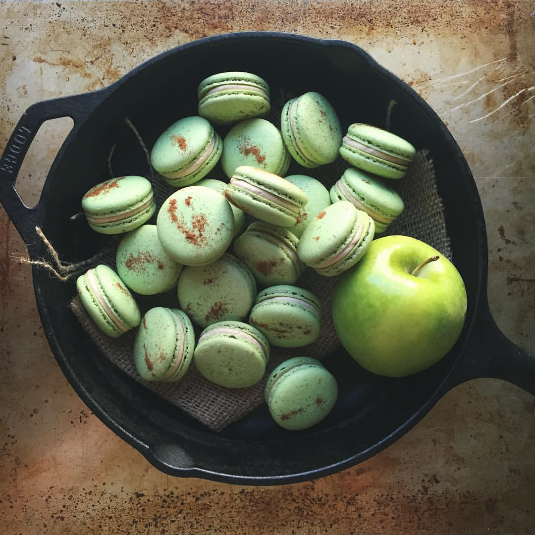 Caramel Apple Pie French Macarons // DelectableBakeHouse.com